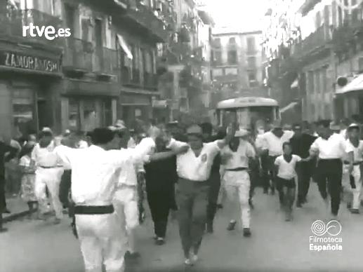Encierro de la Villavesa 1962. Pamplona, calle Chapitela.