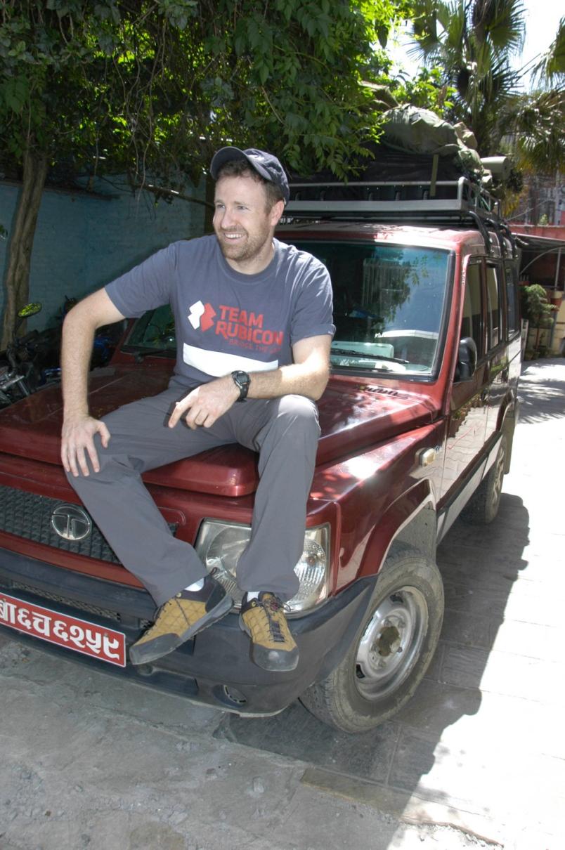 Dennis Clancey en un receso de la jornada en Nepal. SETH ROBSON/STARS AND STRIPES