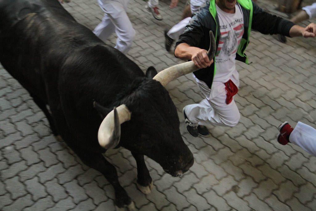 No se puede agarrar el cuerno del toro