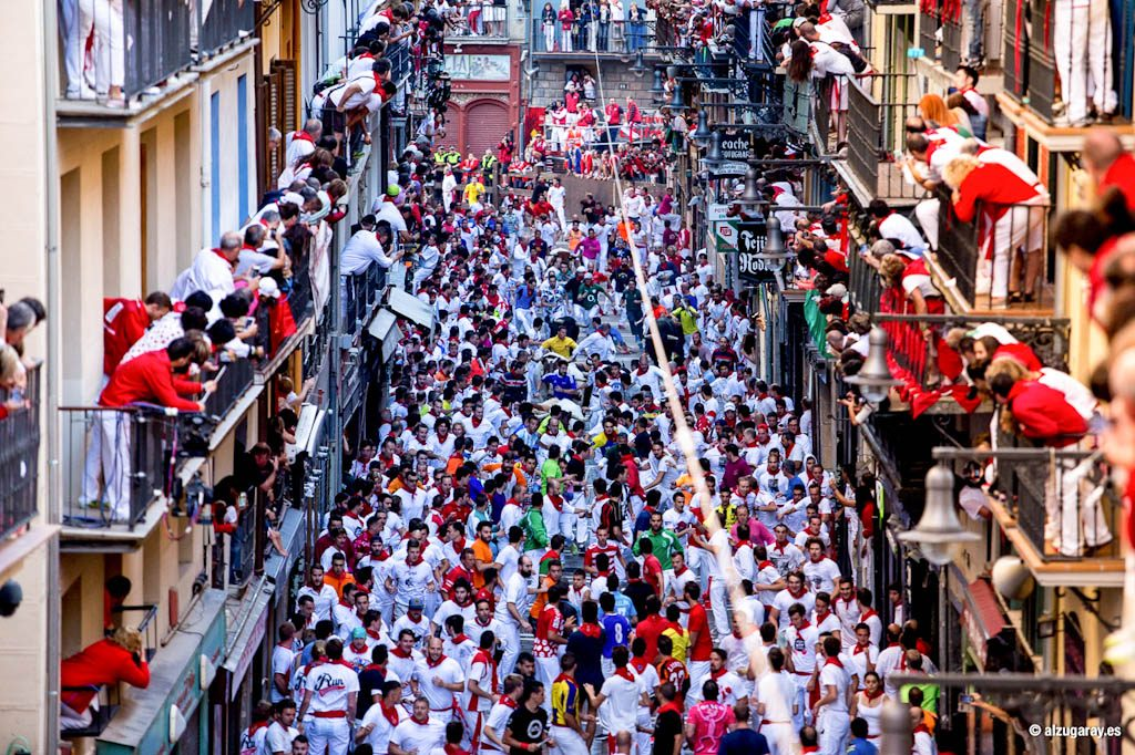 Alquiler de balcones en el encierro de Sanfermines. A balcony to watch the running of the bulls 2017