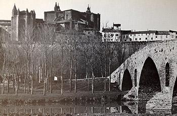 El Puente de La Magdalena. From 1889. It's a beauty, isn't it?
