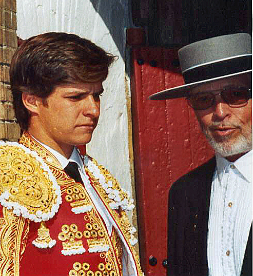 It's hard to decide who's better dressed. With the torero El Juli.