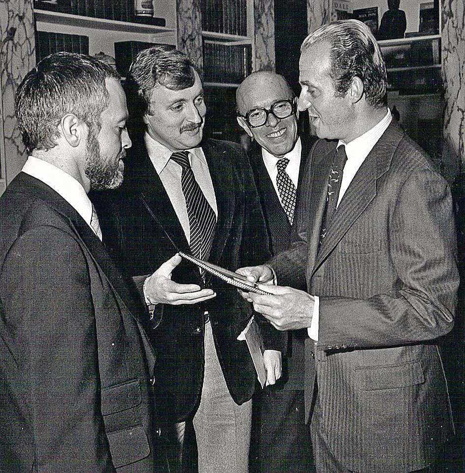 The King and He. Pamplona Royalty with the King of Spain. Readers, for the full story on THIS amazing photo, please click on the link here