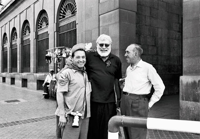 Cano, Hemingway and Quintana together in Pamplona…but where in that City Without Equal are they?!