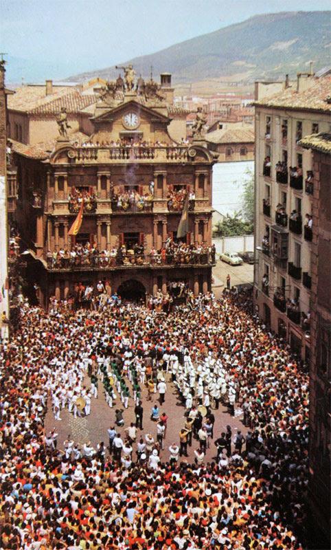 1969 Open Ceremony. Launcher Joaquín Sáez. Photo from Ferrándiz and Ardanaz