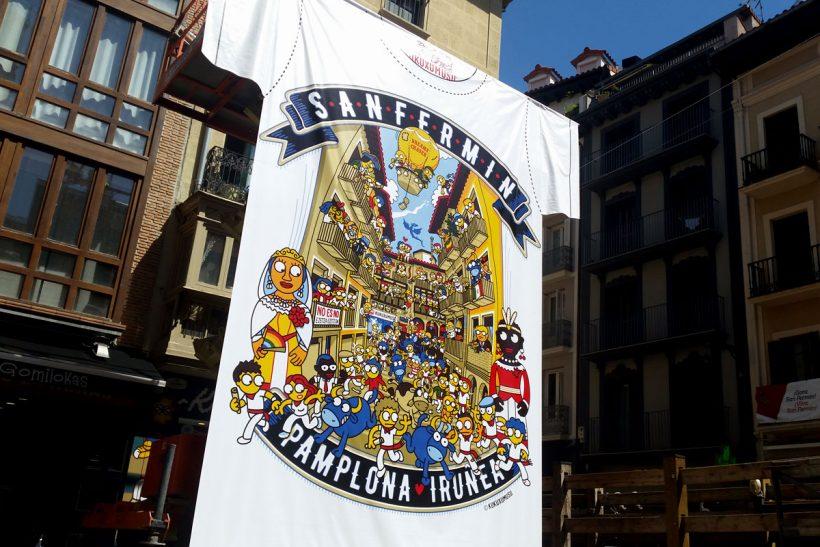 Camiseta gigante de Kukuxumusu en la calle Estafeta.