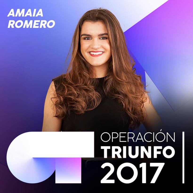 Se puede ver a Amaia Romero posando para la foto oficial del programa donde leemos el nombre de Amaia y Operación triunfo 2017