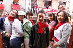 SebastianStone, guía turístico, con un grupo de Taiwan en Sanfermin de 2014.