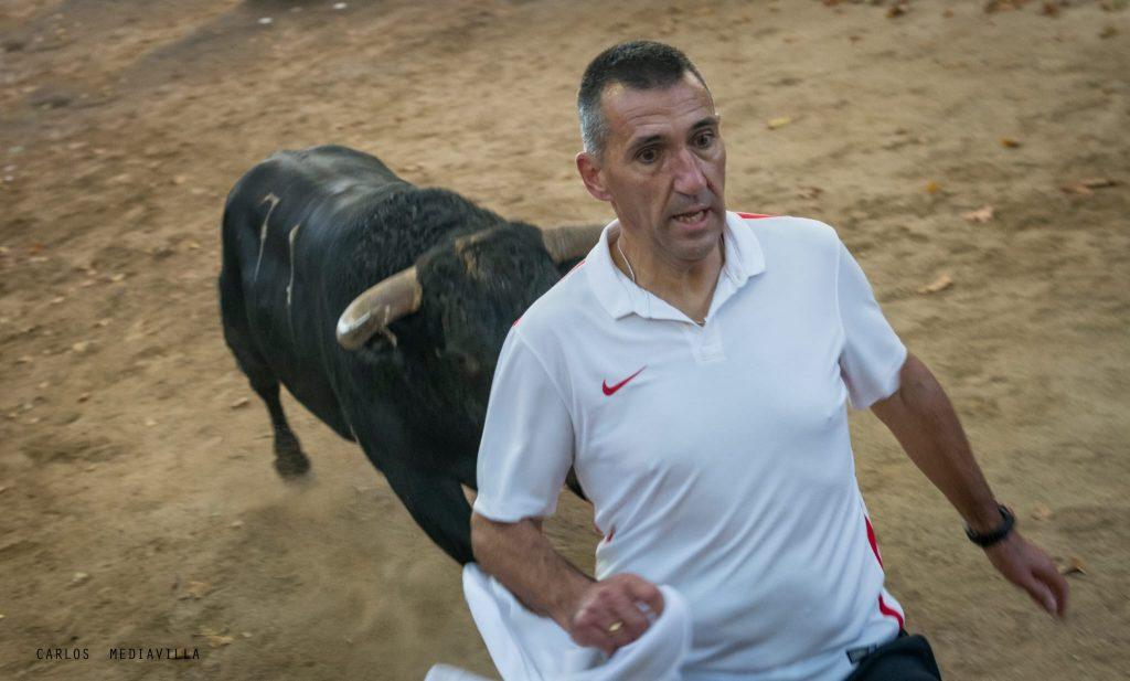 David Rodríoguez en el callejón de tafalla escapa de un burel de prieto de la cal
